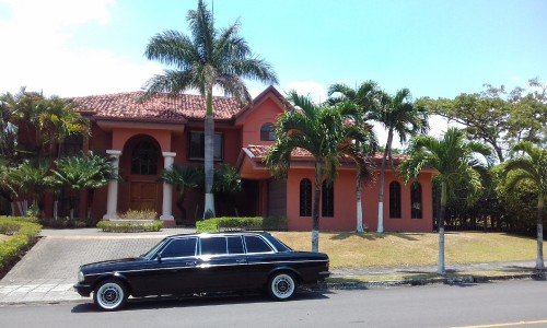 RED-MANSION-LIMOSINA-MERCEDES-300D-LANG-COSTA-RICA489f2774ff624a36.jpg