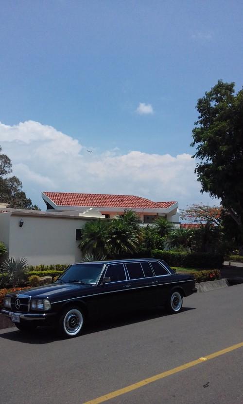 SUNDAY-DRIVE-LIMOSINA-MERCEDES-300D-LANG-COSTA-RICA16cb8d376f73c277.jpg